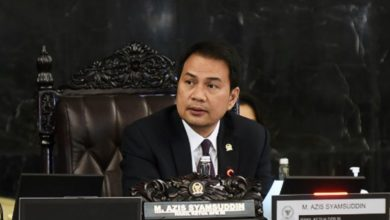 Photo of Azis Syamsuddin: Mari Tunggu Informasi Resmi Terkait Jatuhnya Pesawat SJ-182